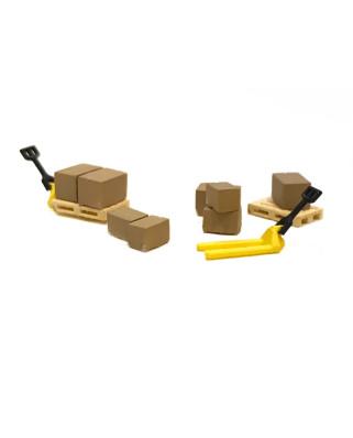 2 transpaletas amarillas, 4 palés y 8 cajas de cartón